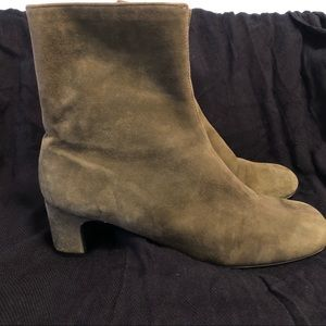 AJ Valeinci olive green suede boots size 6…